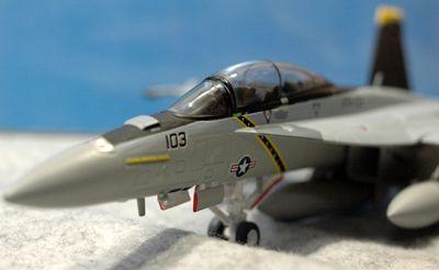 28 F-18_R
