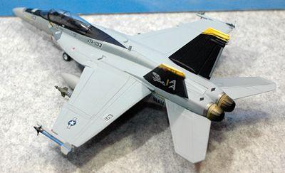 26 F-18_R