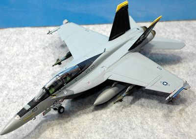 25 F-18_R