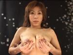 本日の人妻熟女動画 : 【素人】母乳ビーム発射!カメラにミルクをぶっかけちゃう人妻♪