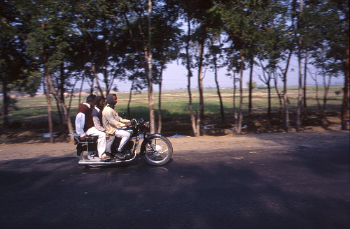 バイク3人乗り
