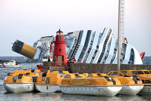 640px-Collision_of_Costa_Concordia_11.jpg