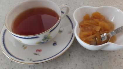 紅茶に柚子ジャム