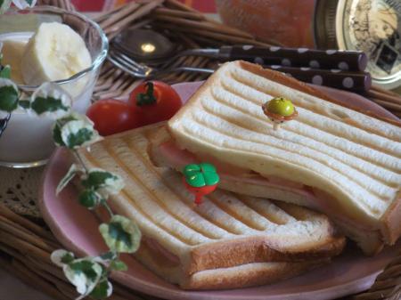 ジンジャーハニーアップルとハム、チーズのホットサンド(450)