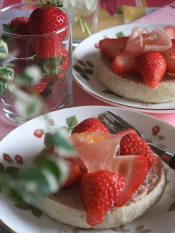 苺と生ハムのオープンサンド タルト仕立て(350)