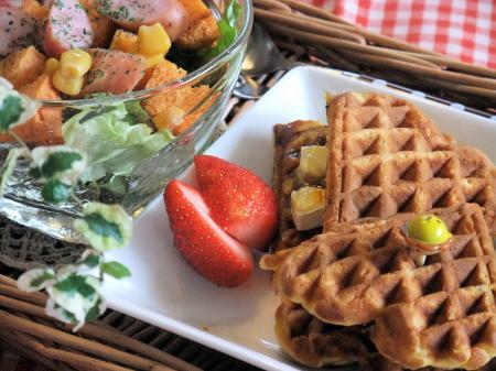 人参とオリーブオイルのワッフルとトマト食パンでワンプレート(450)