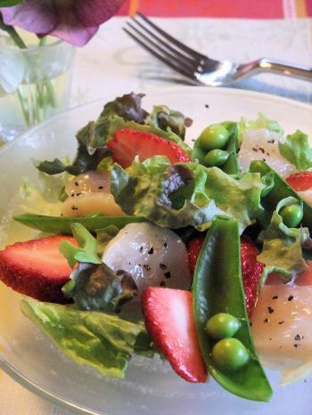 ホタテと苺の春色サラダ(350)