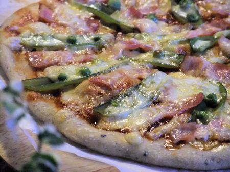スナップエンドウとベーコンの手作りもっちりピザ(450)