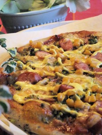 ブロッコリーのタルタルソースたっぷり お花畑仕立てのもっちりピザ(350)