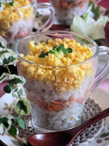 塩麹入り梅ご飯の重ね寿司 グラス仕立て(350)