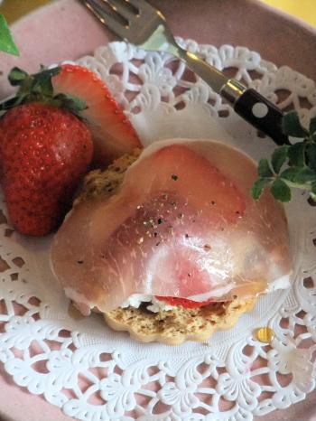苺と生ハムでスコーンのおもてなし(350)