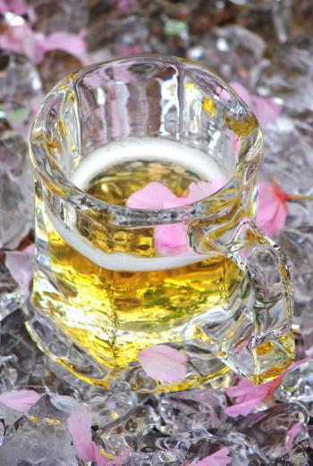 氷のビアグラス