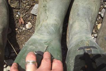 冬用長靴穴あき
