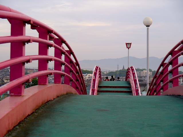 春日池公園赤い橋1