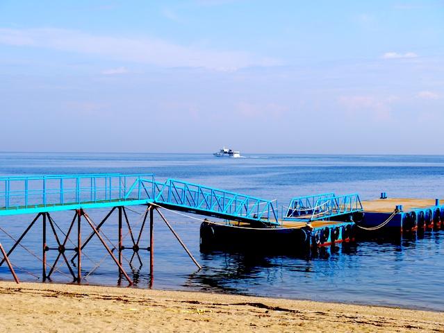 青い桟橋船出する