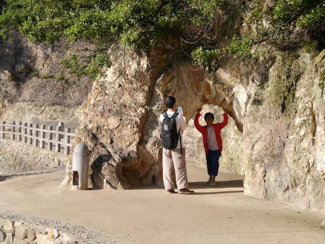 幸せになれる洞窟くぐる