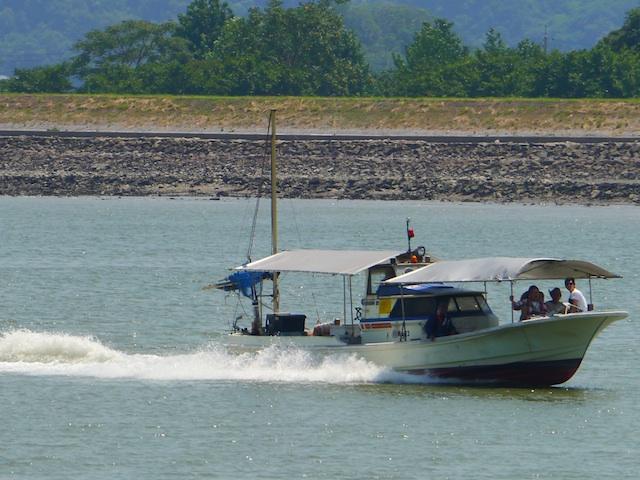 走る漁船2