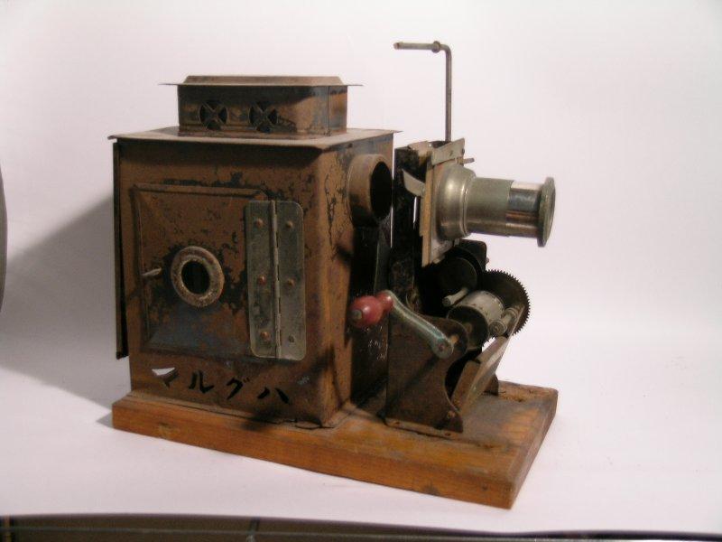 貴重な機材を展示!戦前の映写機...