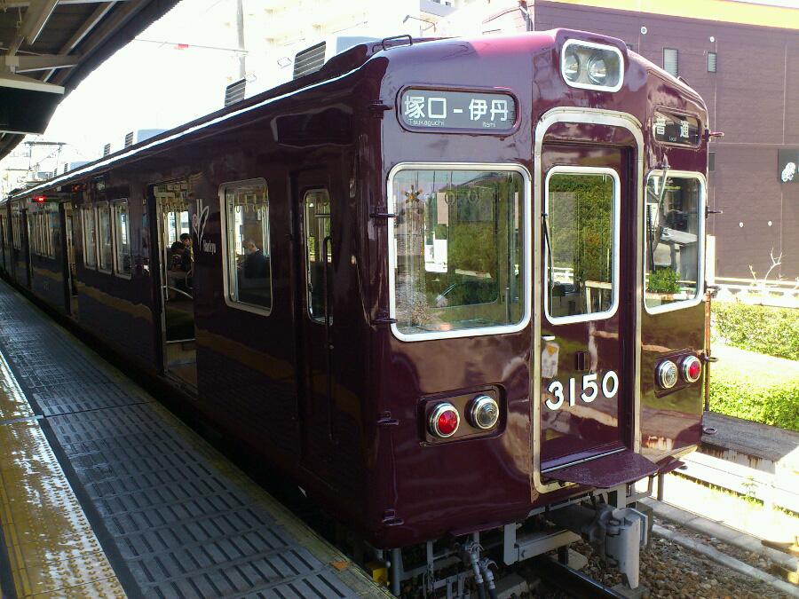 阪急電車伊丹線@塚口駅ホーム(by au IS11S XPERIA acro)
