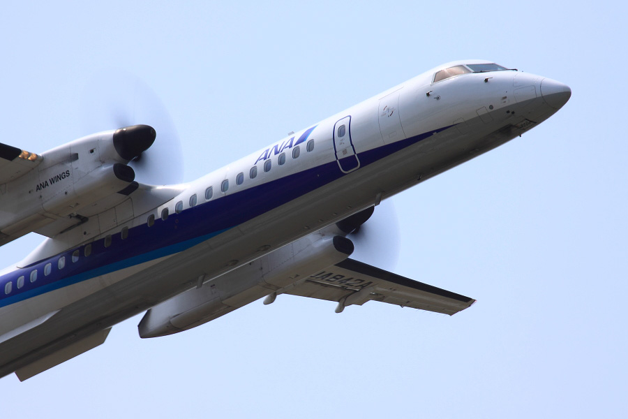 ANA Wings DHC-8-402Q ANA1659@下河原緑地展望デッキ(by EOS 50D with EF100-400mm F4.5-5.6L IS USM)