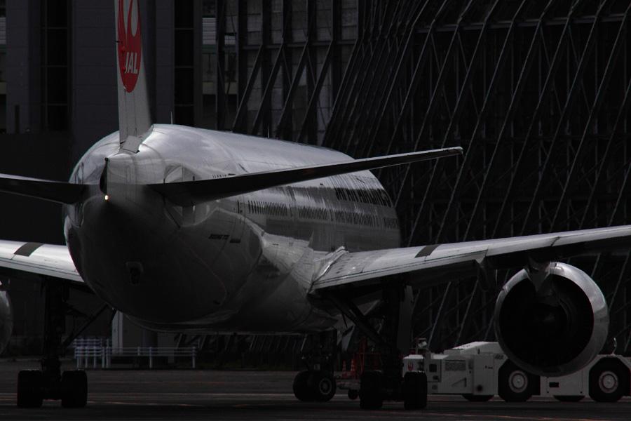 JAL B777-346 JAL8943