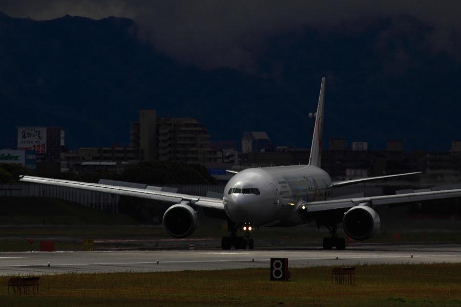 JAL B777-289 JAL103