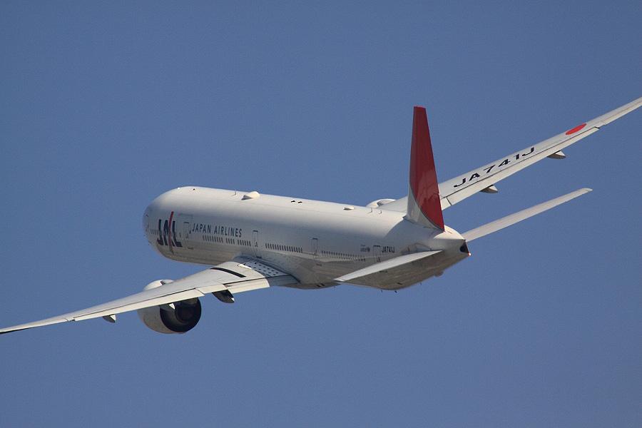 JAL B777-346ER JAL3002
