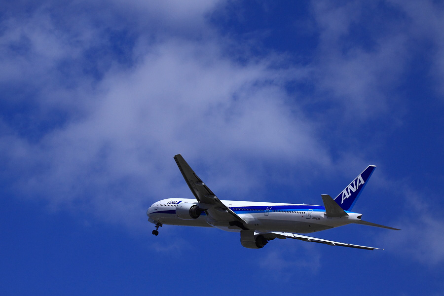 ANA B777-381 ANA105@リサイクルセンター周辺(by EOS 50D with EF100-400mm F4.5-5.6L IS USM)