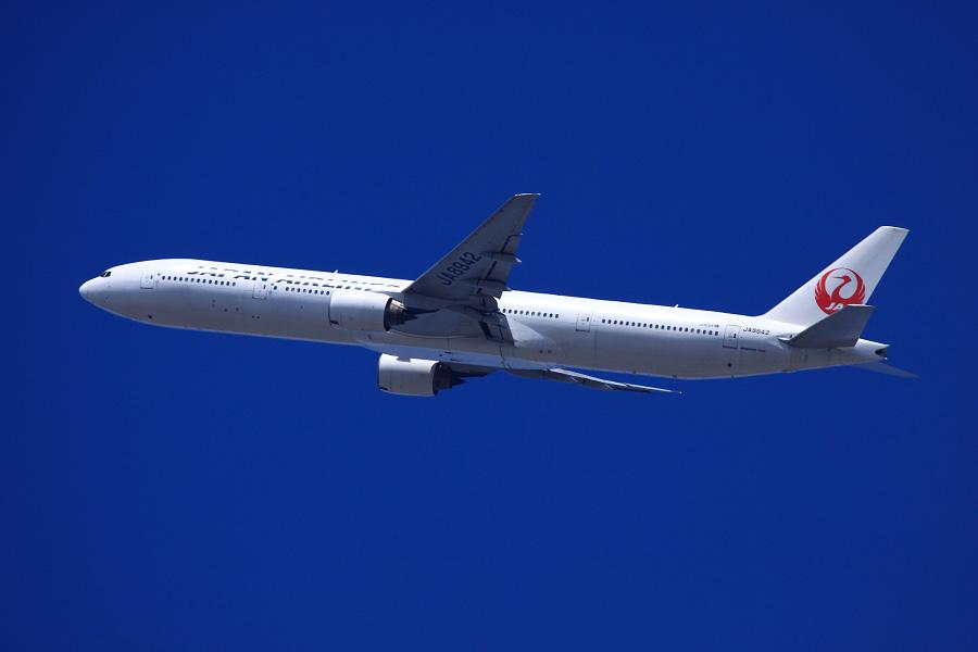 JAL B777-346 / JAL2081 (JA8942)