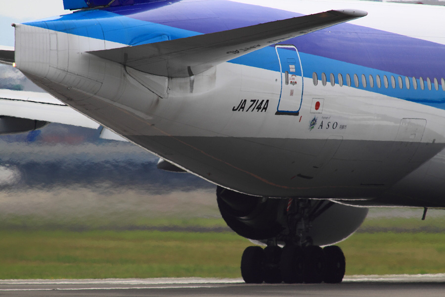 ANA B777-281 / ANA18 (JA714A)
