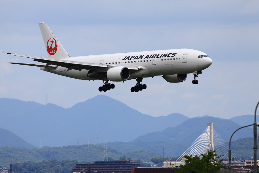 JAL B777-289 / JAL111 (JA8977)