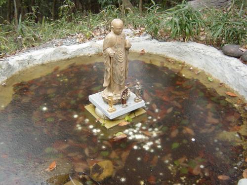 お地蔵さんの池