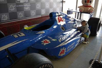 青いレーシングカー
