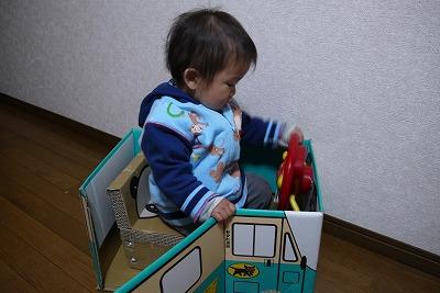 ダンボールイスとヤマト車