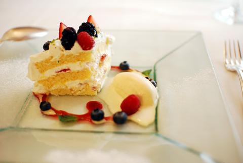 ケーキとアイスクリーム