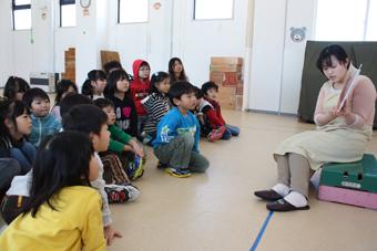 20111216絵本読み聞かせ
