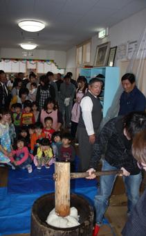 20111217支援センター餅つき
