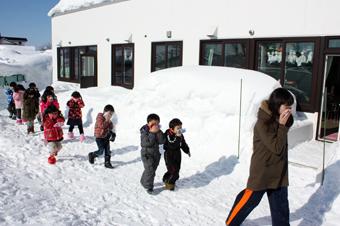 20120202沼田幼稚園で火災を想定した避難訓練