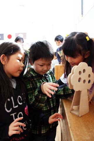 20120301沼田幼稚園に手作りおもちゃを寄贈