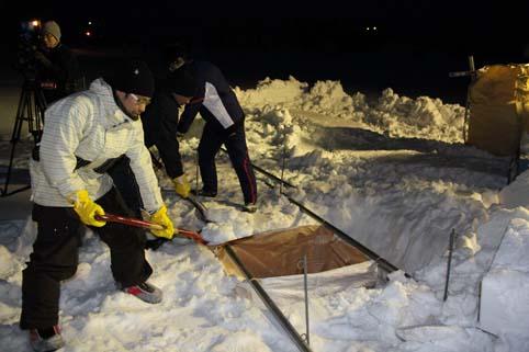 20120312第4回沖縄国際映画祭に「沼田町の雪」詰め込み作業