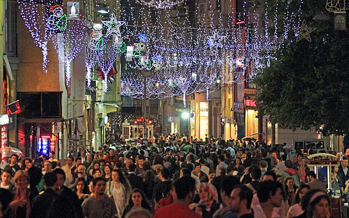 08イスティクラル通り普段の夜2010