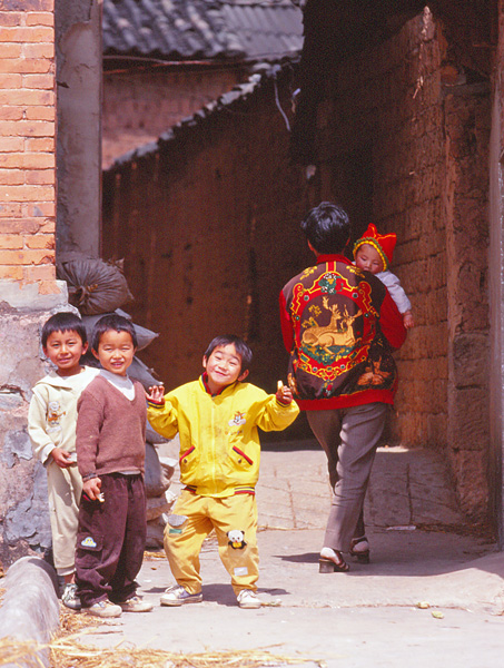 08モンゴル族の子供