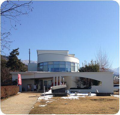須坂アートパーク世界の民俗人形博物館外観