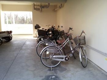 自転車置き場縮小