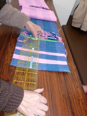 いよいよ、織のポーチ作り