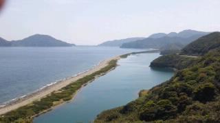 上甑島、長目の浜とナマコ池 遠方の陸続きが里村