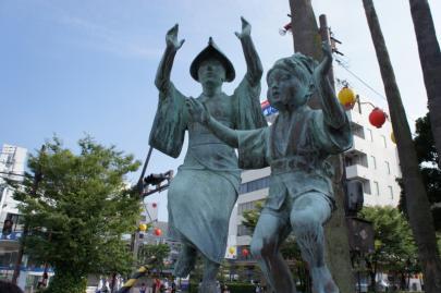 阿波踊りの銅像