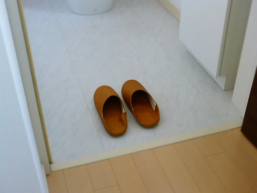 3階トイレ床