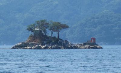 「ひょっこりひょうたん島」のモデルになったと言われる「蓬莱島」は大槌町のシンボルです。