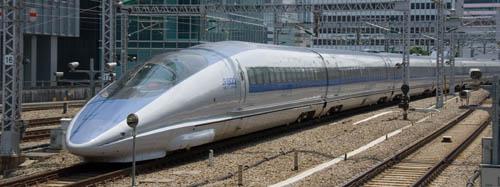 500系新幹線、東京駅を出発